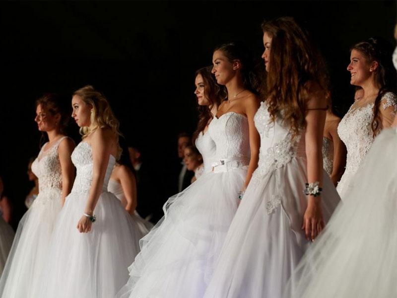cdd4d88e2a Szép szalagavató ruha kölcsönzés – Milady Esküvői és Alkalmi Ruhaszalon
